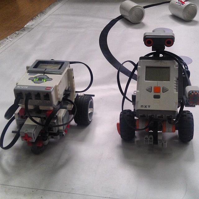 Роботы на выставке научно-технического творчества молодежи