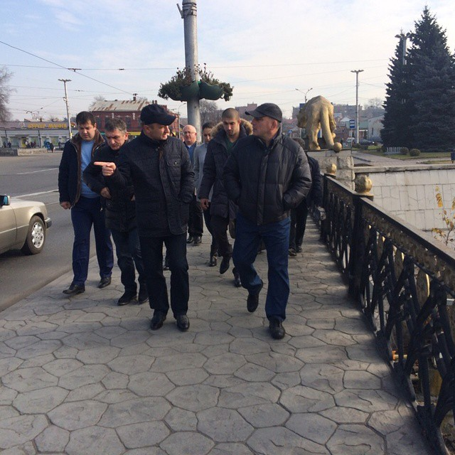Глава МО Владакавказа Махарбек Хадарцев осматривает набережную