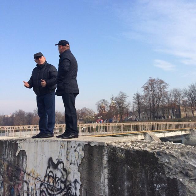 Глава МО Владикавказа Махарбек Хадарцев осматривает набережную