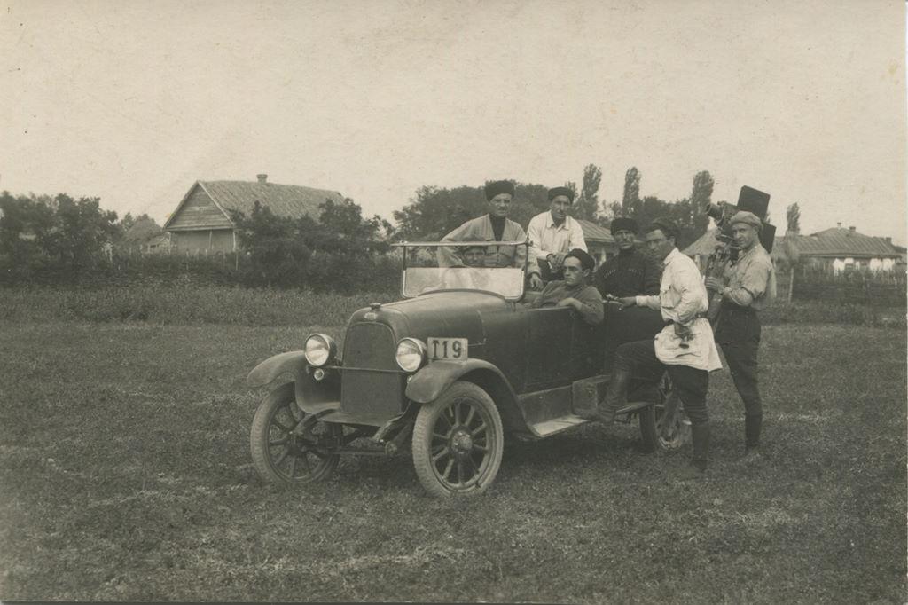 9.Тлатов в белой рубахе, в черкеске Д.И.Кусов
