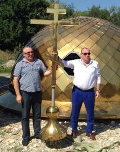 Торжественная установка купола строящегося храма Святителя Николая в станице Николаевкая