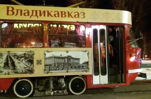 Ехал старенький трамвайчик