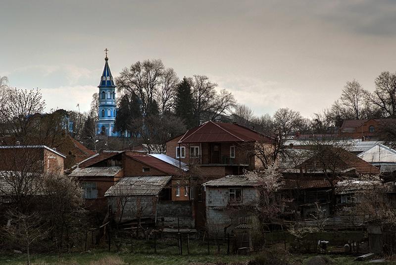 Над городом возвышается Осетинская церковь