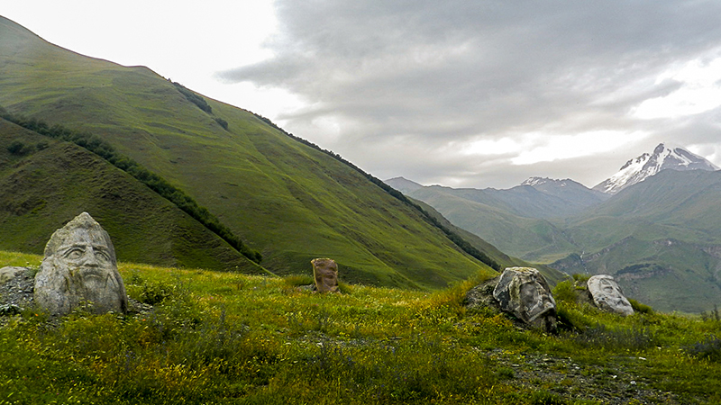 http://www.tamartour.ru/georgian-interesting-places/types-of-georgian-interesting-places/castles/sno