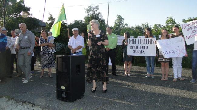 Митинг против открытия цементного завода в Алагире