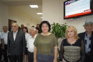 Тамара Гатагонова по центру